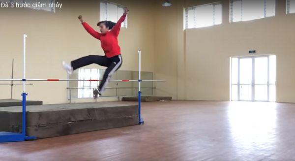 kỹ thuật nhảy xà kiểu bước qua